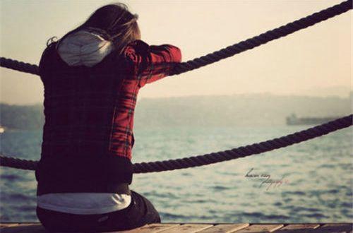遇见你爱上你的句子:爱情,一半是泪水,一半是幸福